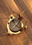 Antik kompass på materielindex Royaltyfria Foton