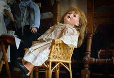 antik kuslig docka Arkivbild