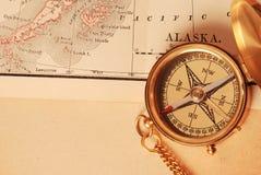 antik mässingskompass Arkivbild