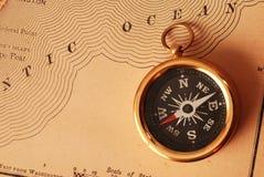 antik mässingskompass Royaltyfria Foton