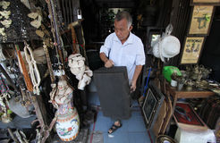 Antik market triwindu. Antique dealer arranging daganganya in Triwindu Ngarsopuro , Solo , Central Java Indonesia . Various antiques sold in this market are Stock Photography