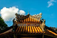 Antik paviljong i trädgård av citadellen i ton vietnam arkivbild