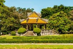 Antik paviljong i trädgård av citadellen i ton vietnam royaltyfri bild