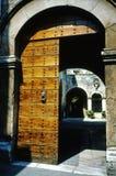 antik portal Arkivfoto