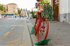 Antik röd cykel Royaltyfria Foton