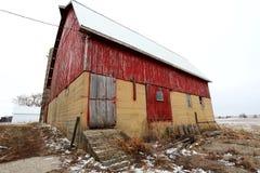Antik röd ladugård i Illinois Arkivbild