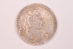 Antik rysk kejsarinna Anna Autocrat allra Ryssland för silverrubelmynt 1730 Royaltyfria Bilder