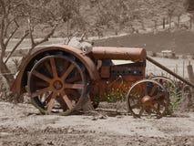 antik sepiatraktor Arkivbilder
