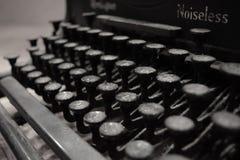antik skrivmaskin Arkivfoto