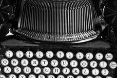 Antik skrivmaskin X Royaltyfria Foton