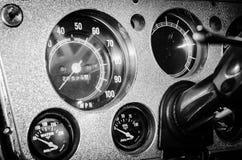 antik speedometer Arkivbild