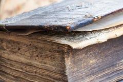 Antik stängd bok Fotografering för Bildbyråer