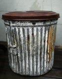 Antik stålsoptunna Arkivbild
