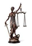 Antik staty av rättvisa Arkivfoton