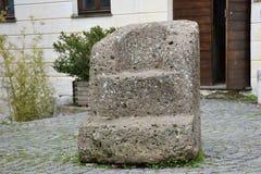 Antik stenstol i den historiska mitten Royaltyfri Fotografi