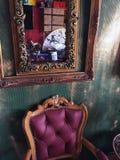 Antik stol och spegel Royaltyfri Bild