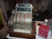 Antik 20-tal för kassaapparattappning omkring samlarevärdesak Royaltyfria Foton