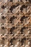 Antik träbakgrund - kyrklig dörr Arkivbild