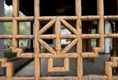 Antik träkines snider inristar konstgarneringdörren Royaltyfri Fotografi