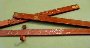 Antika trä mäter Arkivbild