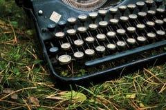 Antik tysk skrivmaskin för gammal tappning royaltyfri foto