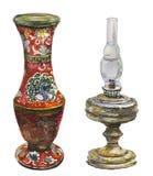 Antik vas- och fotogenlampa royaltyfri illustrationer