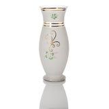 Antik vas - snittexponeringsglas - som isoleras på vit bakgrund Arkivfoton