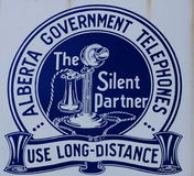 Antika Alberta Government Telephone Sign Royaltyfri Fotografi