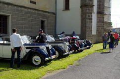 Antika bilar, hästSaÅ ¡ en Kolowrata 2013 Royaltyfri Fotografi