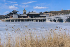 Antika efterföljdbyggnader för kinesisk stil i mitten av let Arkivfoton