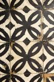 Antika golvtegelplattor slet på bakgrundkorridoren Royaltyfri Foto