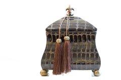 antika härliga träaskbröstkorgsmycken Arkivfoto