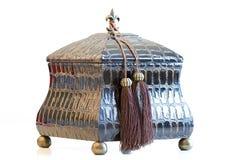 antika härliga träaskbröstkorgsmycken Arkivbild