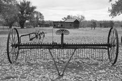 Antika Hay Rake på Boggsville på Santa Fe Trail Royaltyfria Bilder