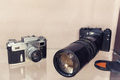 Antika kameror med teleobjektiv Arkivfoto