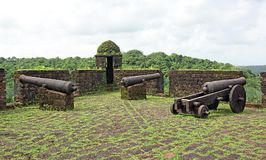 Antika kanoner av den portugisiska eran royaltyfri bild