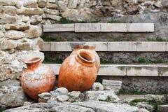 Antika keramiska krukor Arkivfoton
