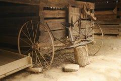 antika lantgårdhjälpmedel Arkivfoto