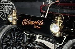 1904 antika Oldsmobile bil Arkivfoto