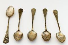 Antika sönderslitna silverskedar Royaltyfri Bild
