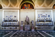 Antika statyer i Vaticanenmuseet Arkivfoto