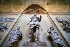 Antika statyer i Vaticanenmuseet i Rome Royaltyfri Bild