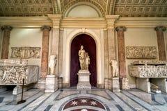 Antika statyer i Vaticanenmuseet, Rome Royaltyfria Bilder