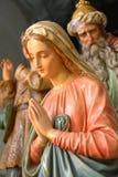 Antika statyetter av Mary och en konung Arkivbilder