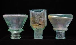 Antika uppochnervända Aqua Glass Inkwell Bottles Arkivfoto