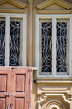 Antika utsmyckade dörrar Arkivfoton
