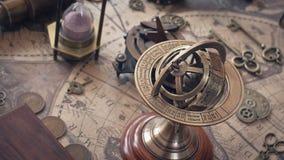 Antike Armillary Seebronzesonnenuhr lizenzfreies stockbild