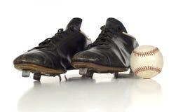 Antike Baseballschuhe der Weinlese stockfotos