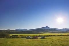 Antike Bauernhoflkwas u. Sun Lizenzfreie Stockbilder