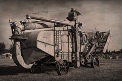 Antike Dampf-Dreschmaschine lizenzfreies stockfoto